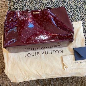Louis Vuitton Authentic Wilshire GM. Red Vernis.